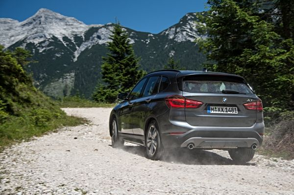 P90190739_lowRes_the-new-bmw-x1-on-lo